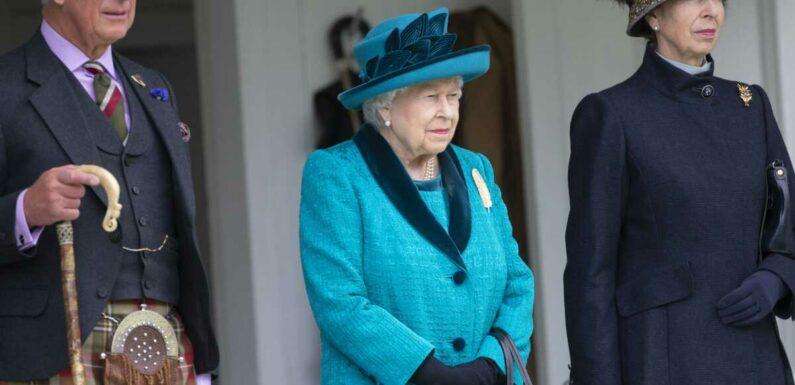 """Princesse Anne la plus """"respectée"""" des enfants de la reine ? Comment Charles l'a protégée"""