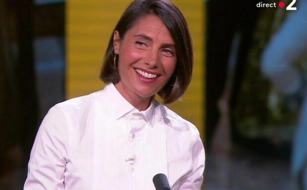 VIDÉO – Alessandra Sublet évoque ses parents face à Laurent Delahousse