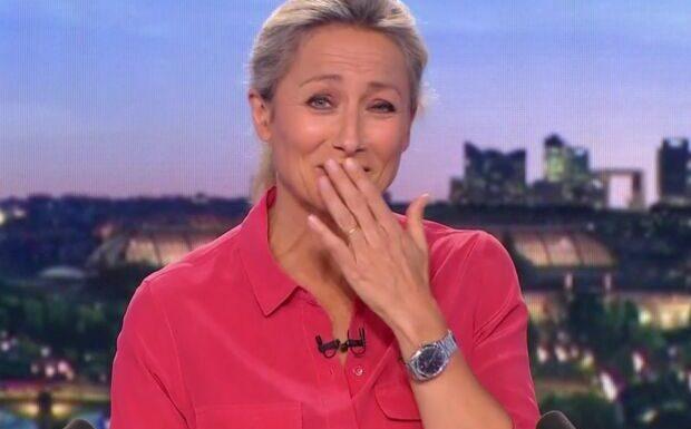 VIDEO Anne-Sophie Lapix prise d'un fou rire après un problème technique au JT de France 2