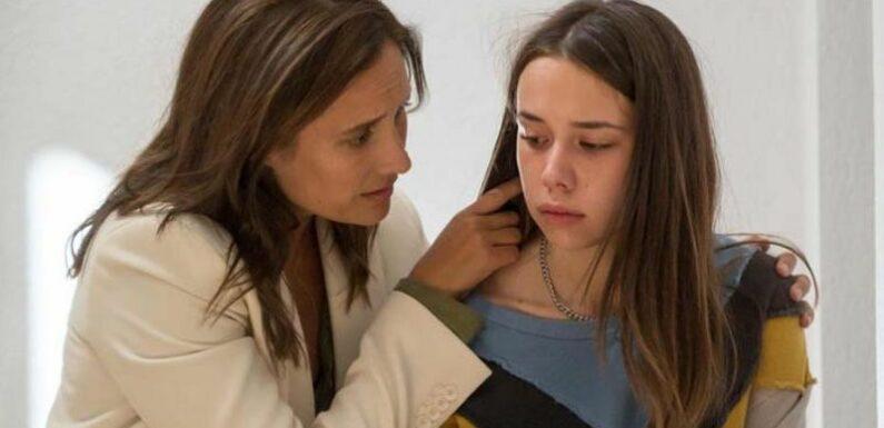 """""""Elle me parlait mal"""" : les surprenantes révélations de Julie Di Bona sur le tournage de """"Plan B"""" avec Kim Higelin"""