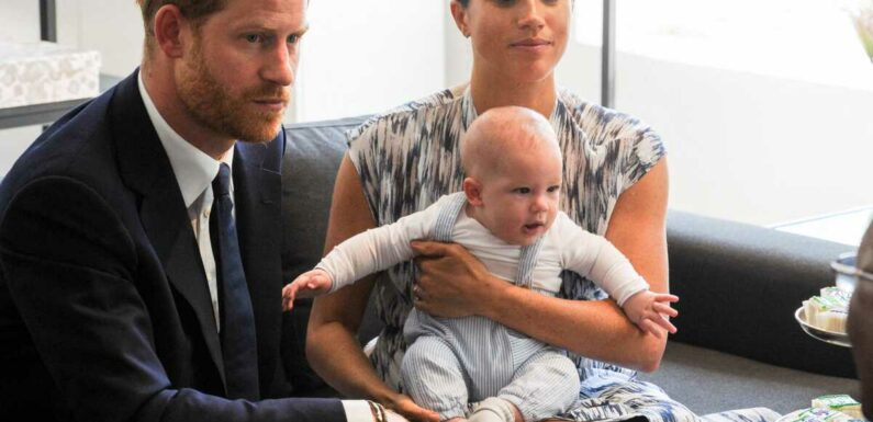 Archie de retour en Angleterre pour la première fois ? Il pourrait accompagner le prince Harry