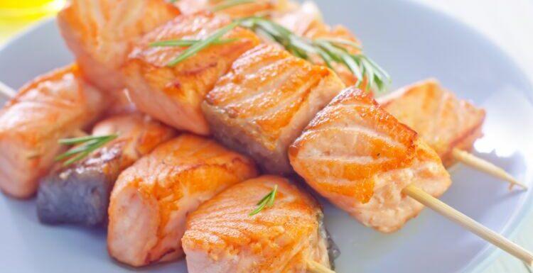 Barbecue, poêle, plancha : 5 délicieuses recettes de brochettes de poisson
