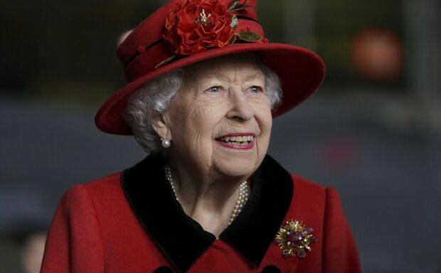 Elizabeth II: deux gardes royaux accusés d'infraction à l'arme à feu