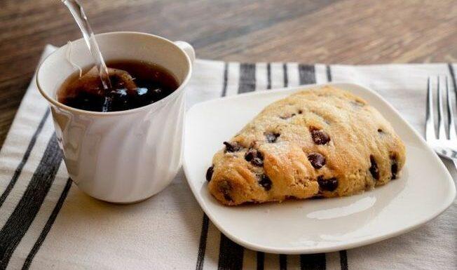 Mercotte dévoile la recette de ses incroyables scones aux pépites de chocolat, parfait pour un vrai tea time à l'anglaise