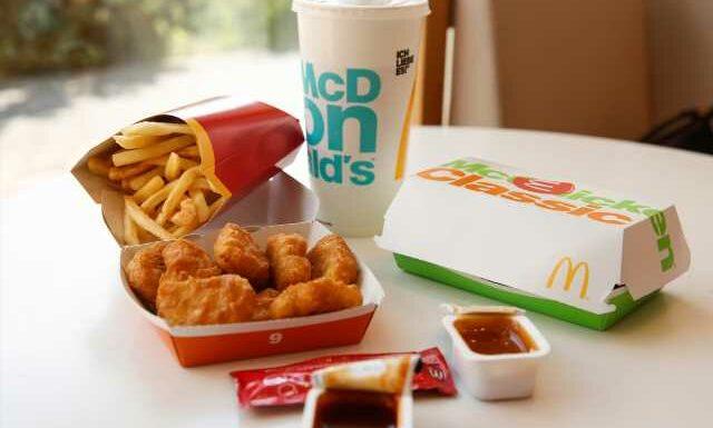 On vous donne les astuces pour payer son menu McDo moins cher à tous les coups