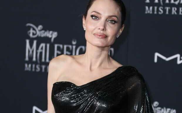 PHOTOS – Angelina Jolie: la passion des tatouages