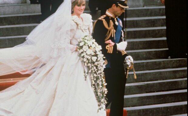 PHOTOS – Diana: les secrets de sa robe de mariée