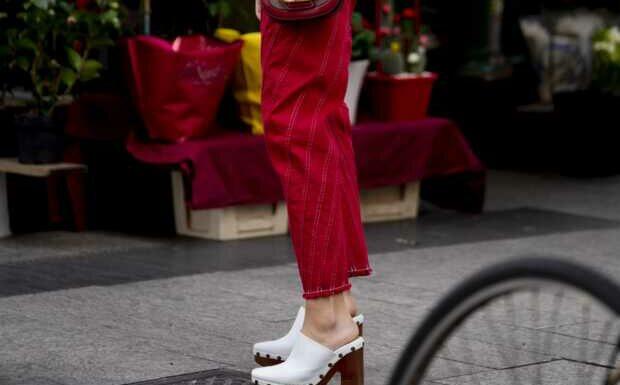 PHOTOS – Sabots: comment porter la chaussure de l'été 2021