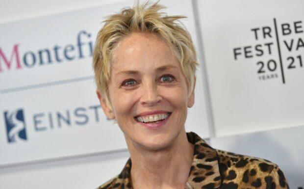 PHOTOS – Sharon Stone renoue avec sa coupe courte tendance été 2021