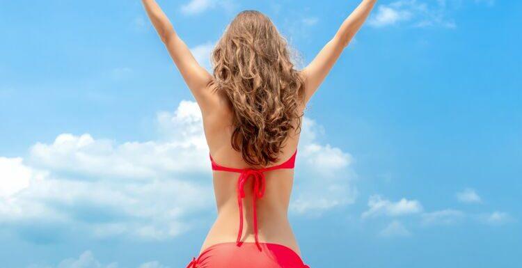 Tendance maillot de bain inversé : la façon la plus sexy de porter son bikini cet été