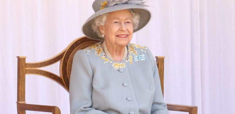 Trooping the Colour : la reine Elizabeth II sobre, seule, mais souriante pour son anniversaire officiel (PHOTOS)