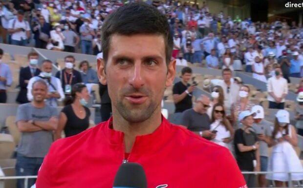 VIDEO Novak Djokovic: son très beau geste juste après avoir remporté la finale de Roland-Garros contre Stéfanos Tsitsipás