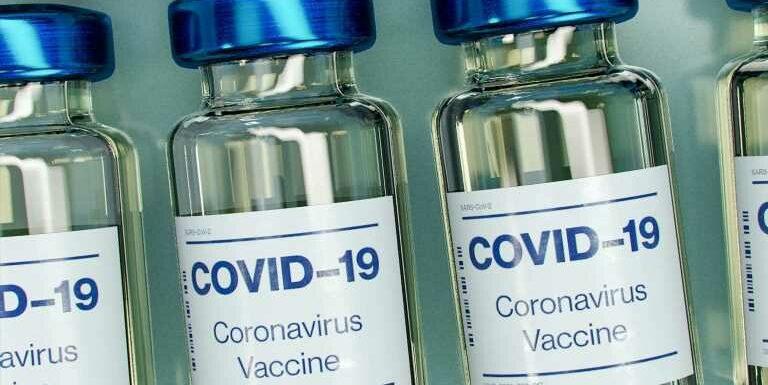 Vaccin Moderna : efficacité, effets secondaires, nombre de doses, risques