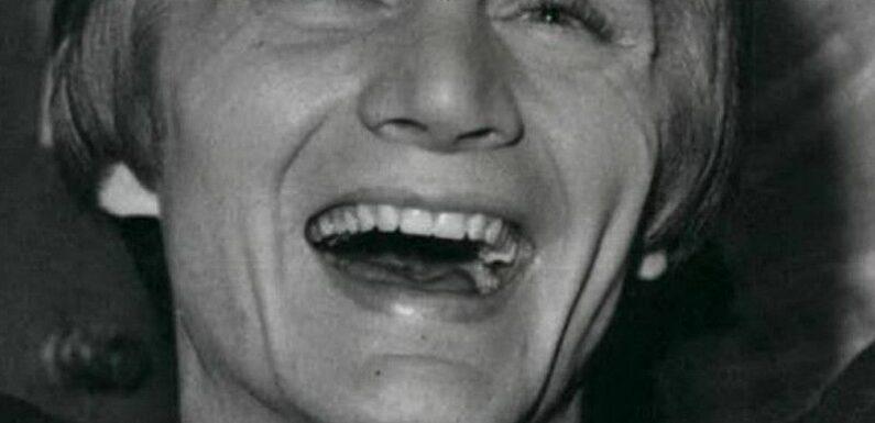"""Claude François : Cette expérience marquante et """"flippante"""" vécue par cette célèbre actrice avec l'un des fils du chanteur"""