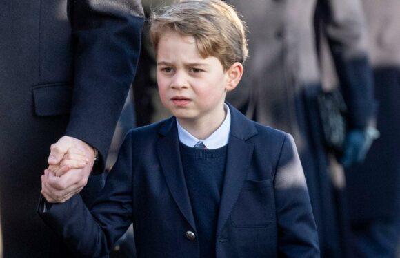 Des chemisettes au costume cravate, la transformation du prince George