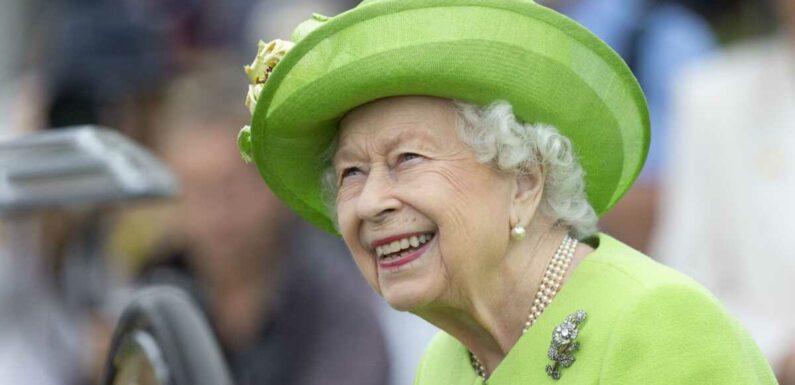 """Elizabeth II """"heureuse"""" : aurait-elle déjà fait le deuil du prince Philip ?"""