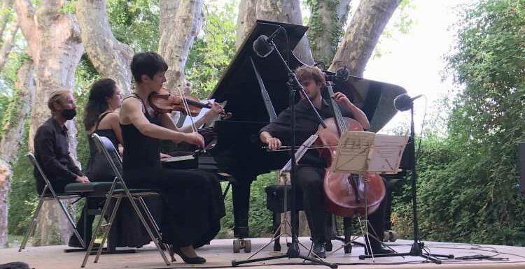 Festival de piano de La Roque d'Anthéron : le Trio Karénine sous les platanes centenaires du château Florans