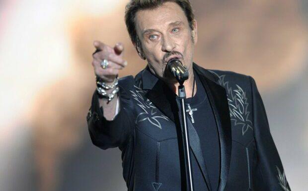 Johnny Hallyday: l'incroyable statue en son hommage à Paris fait halluciner les internautes