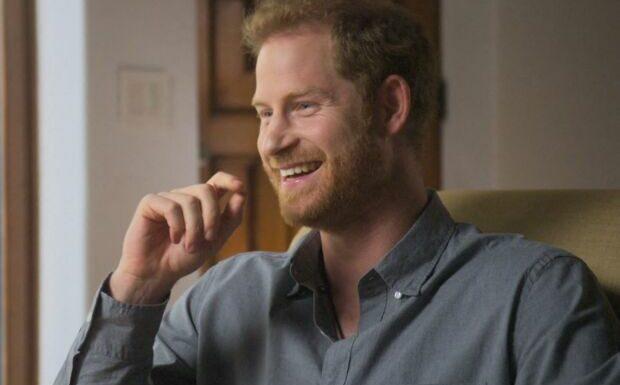 Le prince Harry écrit ses mémoires: la famille royale inquiète