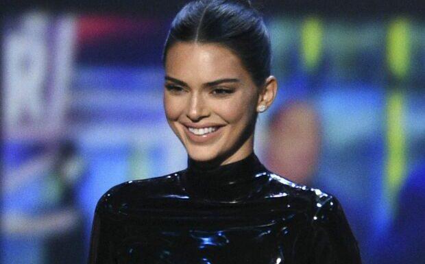 PHOTO Kendall Jenner seins nus sous un haut transparent, elle fait saliver ses admirateurs