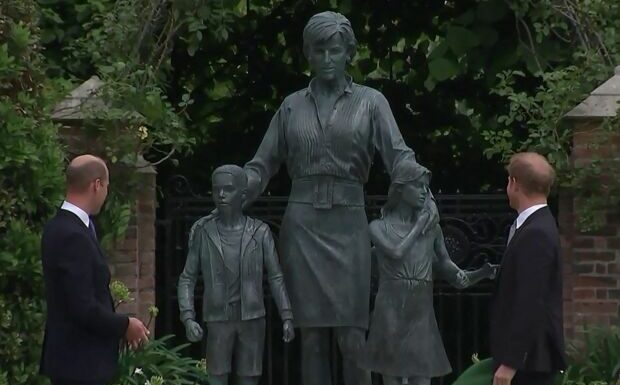 PHOTO Lady Diana: le symbole derrière la tenue qu'elle arbore sur sa statue