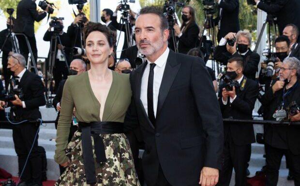 PHOTOS – Cannes 2021: Jean Dujardin et Nathalie Péchalat amoureux… Ultime montée glamour