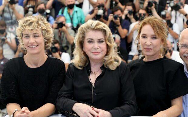 PHOTOS – Catherine Deneuve, Cécile de France, Emmanuelle Bercot… Trio de charme à Cannes