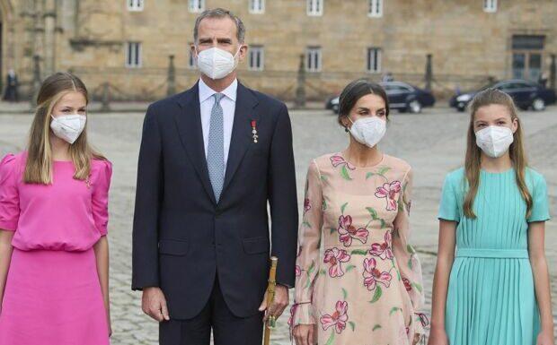 PHOTOS – Leonor et Sofia d'Espagne craquantes et flashy, elles éclipsent la reine Letizia