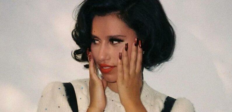 RAYE en guerre contre son label Polydor, elle prend une grande décision