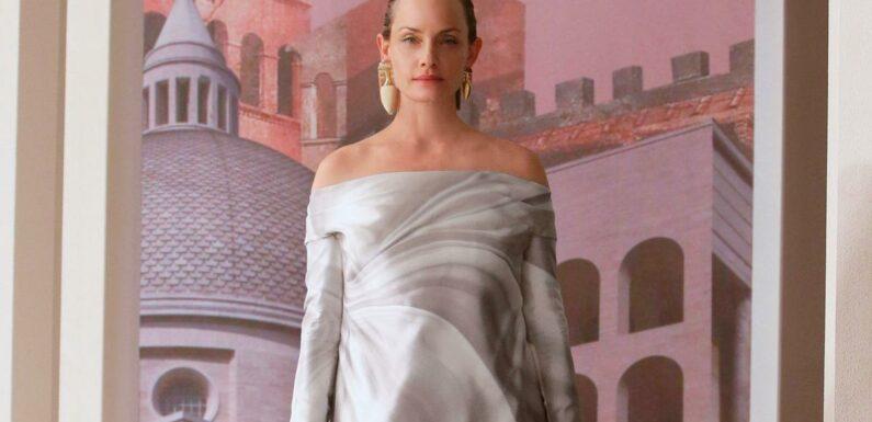 Soie et trompe-l'œil, les sculptures vivantes du défilé couture Fendi