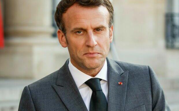«Tenue décente exigée»: les propos d'Emmanuel Macron sur les crop top choquent les internautes