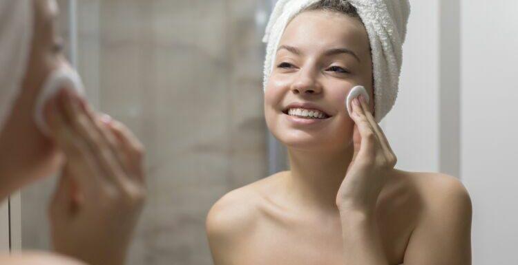 13 démaquillants doux et efficaces pour retirer son maquillage sans frotter
