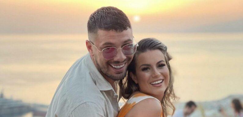 Carla Moreau et Kevin Guedj (Les Marseillais) invités à un mariage, une photo fait réagir les internautes en masse