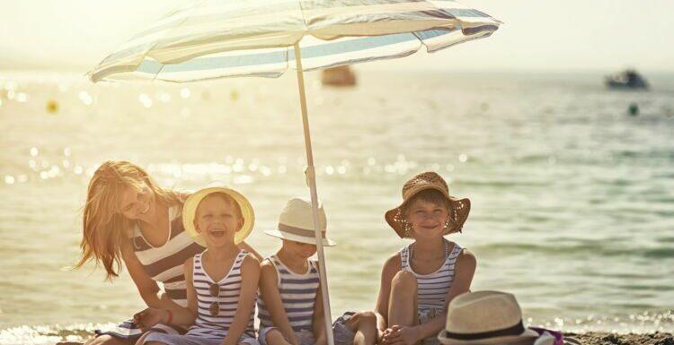 Crème solaire : on revoit les bases avant la plage