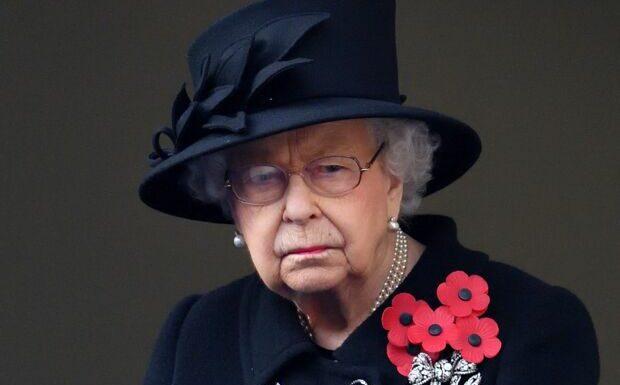 """Elizabeth II """"terrifiée"""" à l'idée qu'Harry se déchaîne dans son livre sur """"cette personne""""…"""