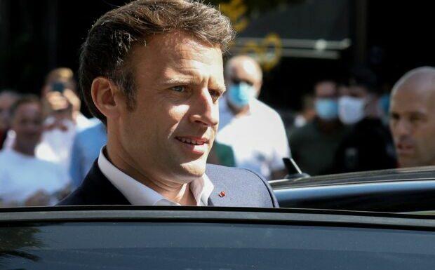 Emmanuel Macron à Brégançon: nouvelle vidéo en polo au milieu du salon