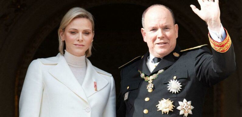 En photo, l'étreinte crispée de Charlene et Albert II de Monaco qui peine à faire taire les rumeurs