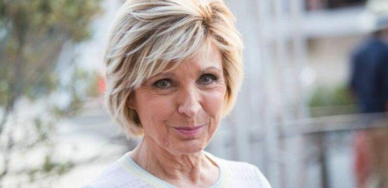 Evelyne Dhéliat : sa remise en question suite aux critiques qu'elle reçoit