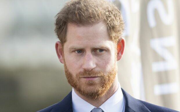 La famille royale moquée: Harry appelé à prendre sa défense