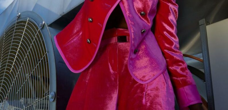 Manteau flashy, pull stabilo… Un vestiaire flamboyant pour habiller la rentrée