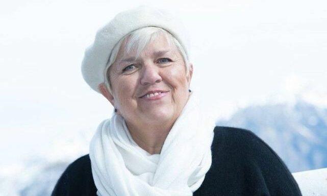 Mimie Mathy en soutien-gorge pour imiter Mylène Farmer : le plateau des 12 coups de midi se régale !