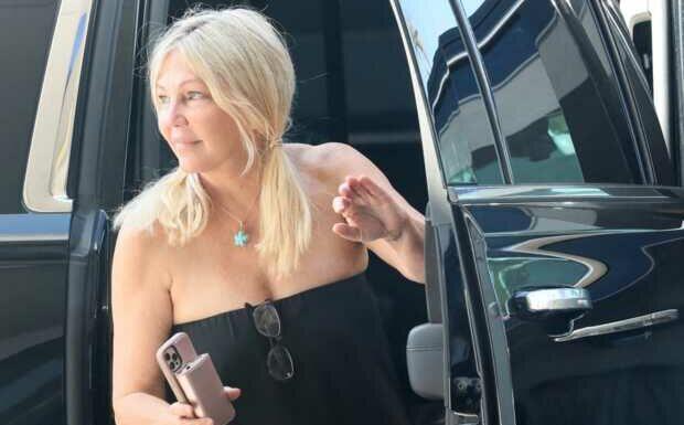 PHOTOS – Heather Locklear, ex-star de «Melrose Place», réapparaît après des années chaotiques
