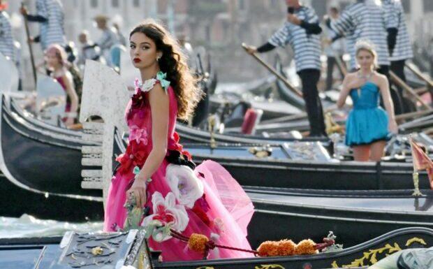 PHOTOS – Kitty Spencer , Monica Bellucci et sa fille Deva Cassel font sensation à Venise