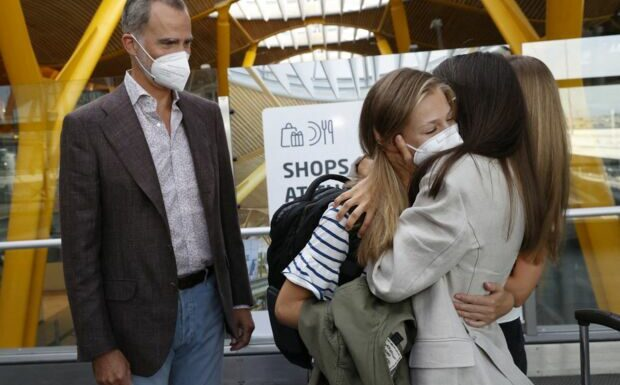 PHOTOS – Leonor d'Espagne: son au-revoir très émouvant à ses parents et sa soeur avant son départ en pension