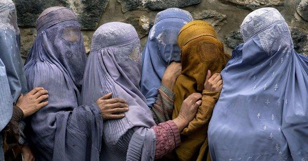 Retour des talibans en Afghanistan: ce qui attend les femmes