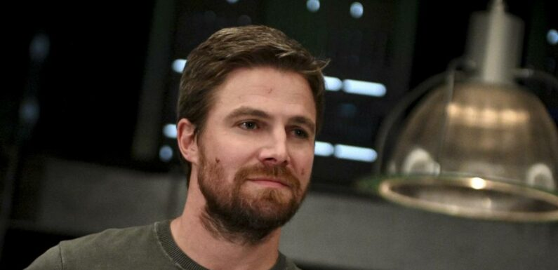 Arrow : Stephen Amell rend un incroyable hommage à Oliver Queen