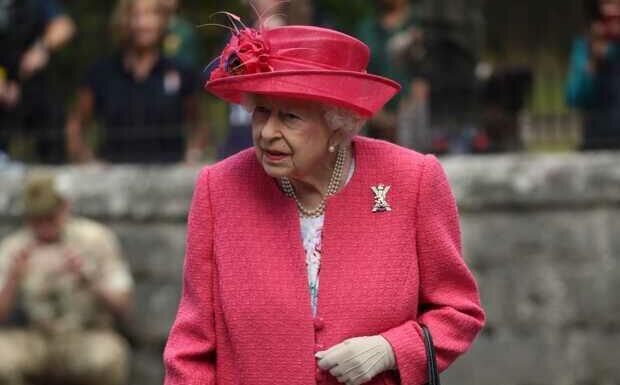 Elizabeth II frappée une nouvelle fois par le deuil: elle perd un ami cher
