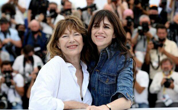 «Elle va bien»: Charlotte Gainsbourg donne des nouvelles de sa mère Jane Birkin après son AVC