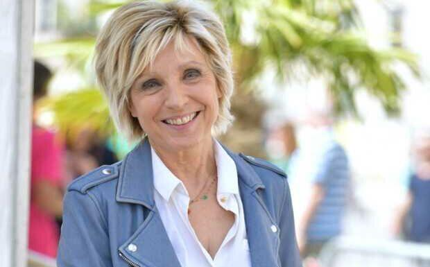 «Je ne me suis pas sentie exemplaire»: Evelyne Dhéliat revient sur son combat contre le cancer
