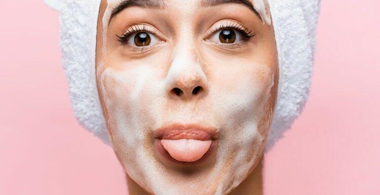 L'erreur que l'on fait toutes quand on nettoie son visage le matin